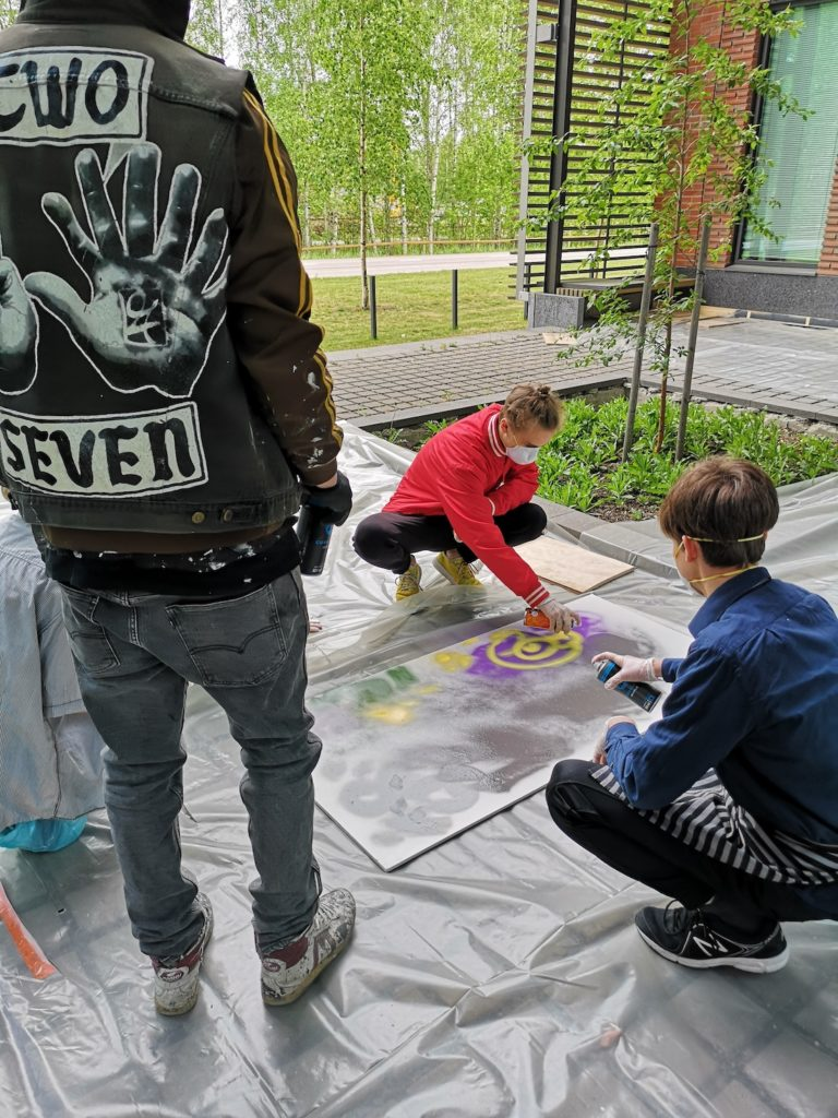 Jussi TwoSevenin graffitityöpaja Otaniemen lukiolla